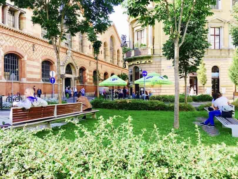 Budapest Neighbourhood Guide - Csarnok square