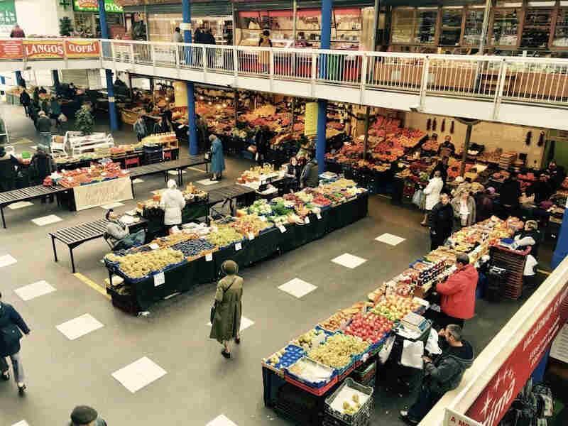 Expat Press Neighbourhood Guide - Fény street market